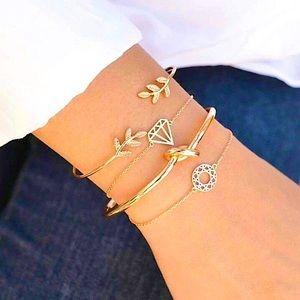 ⚜️[𝟯/$𝟮𝟴]⚜️4 Layered Gold Knot Bracelets NEW